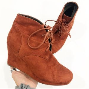 Report Jimminy Tassel Wedge booties size 8.5